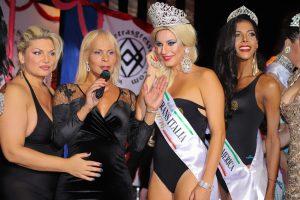 "da sx Sofia ""La Papessa"" Mehiel, Regina Satariano, Daniela Venere (Miss Trans Italia 2016) e Fabiola Fontana (Miss Trans International 2016)"