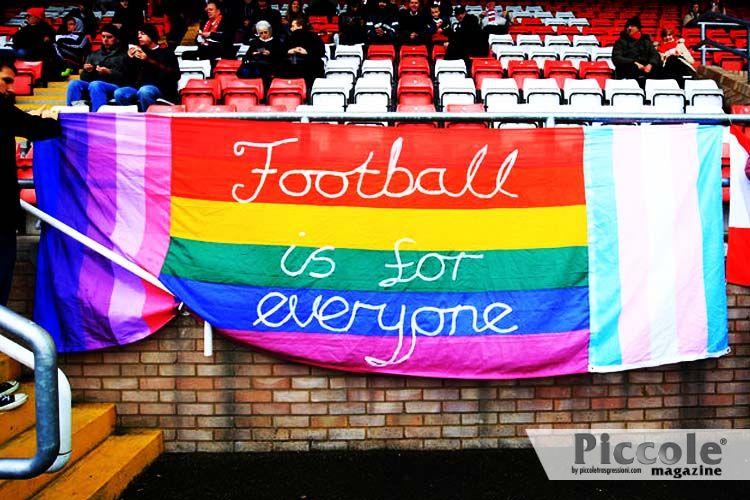 """Lettera di un calciatore gay: """"il mondo del calcio non è pronto al coming-out!"""""""