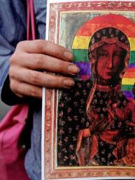 Polonia: al Pride con la 'Madonna arcobaleno', ora rischiano il carcere!