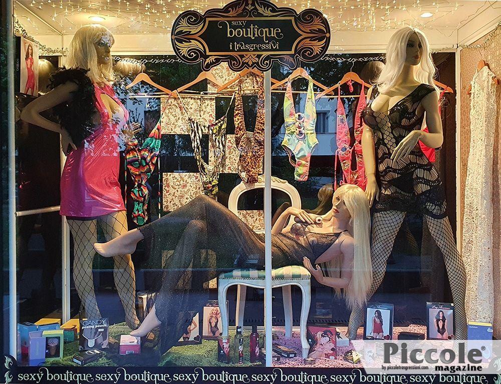 Cambio vetrina Sexy Shop Boutique I Trasgressivi 07.06.2021