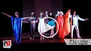 Spettacolo Les Girls Forever durante la semana rainbow