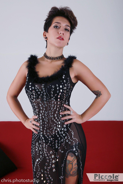 Intervista ad Annah Zito che presenta la sua nuova collezione di abiti
