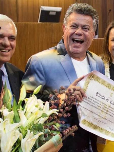 Milton Cunha premiato da Safira Bengell